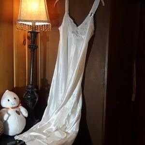 Slip or nightgown sz M